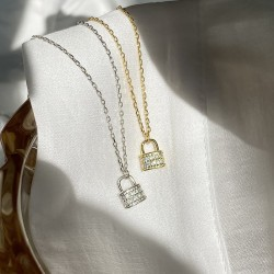 Dainty lock pendant in gold plated silver and cubic zirconia